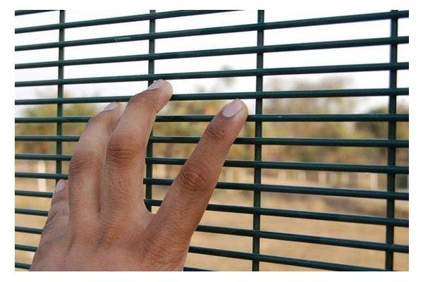 358_security_welded_mesh_fence