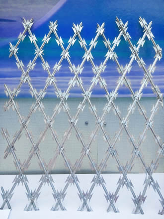diamond-hole-welded-mesh